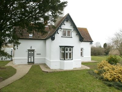 4* Gold Rated Immaculate Cottages Within Stately Home Grounds - Crest Lodge Self-catering detached cottage with garden