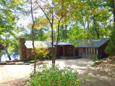 Beautiful Lake Hickory Home with Views* Dock * Fire Pit  North West Hickory