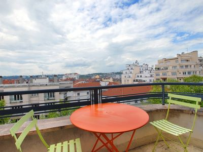 Part between God and Bellecour, bright studio and T2 panoramic 8th floor