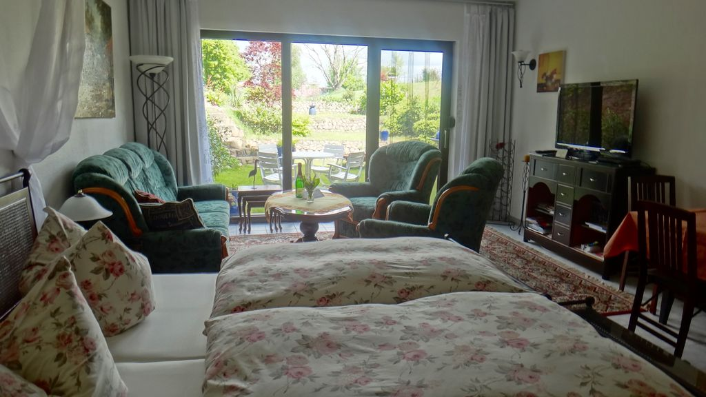 Beautiful apartment well decorated homeaway bornim for Well decorated bedroom