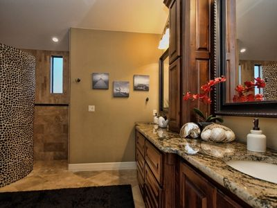 Lago Vista house rental - MASTER BATH