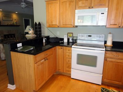 Kiawah Island cottage rental - Fully equiped kitchen with eat at counter.