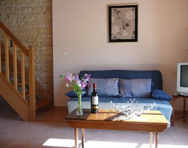 Saint-Jean-d'Angely area cottage rental - Comfortable bed settee in Le Châtaignier