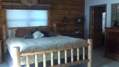 Wisconsin Dells lodge rental - master king bed