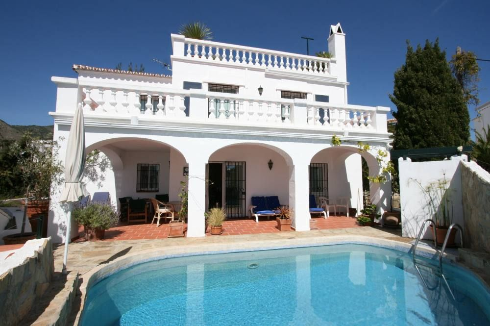 Casa de la colina nerja location de vacances villa for Piscine privee paris