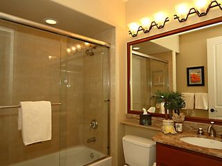Waikoloa Beach Resort townhome photo - Downstairs Bathroom adjacent to guest bedroom