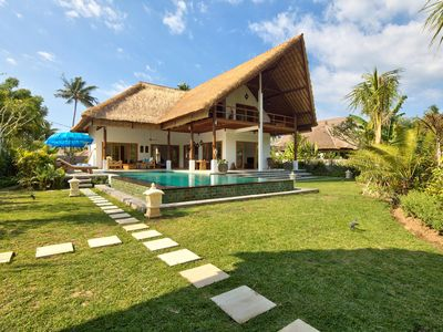 5 * Luxury villa, great staff, great pool and beach access