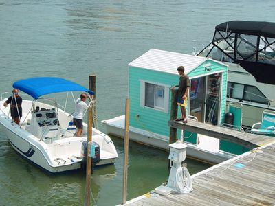Boat rentals are nearby to go sight seeing, fishing , or water skiing