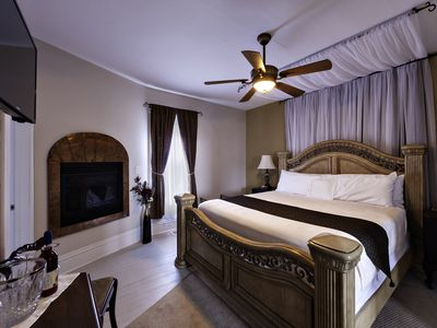 Single room Romantic B&B Getaway at the Winery
