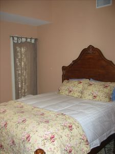 Guest Bedroom - Queen Size Bed