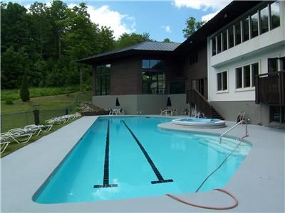 Outdoor heated pool & hot tubs