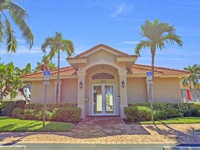 Beautiful Cottage Home Gated Community