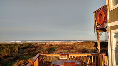 OCEANFRONT - Beach Path - See the sunrise & set - Kid/Dog Friendly - Deck-BBQ
