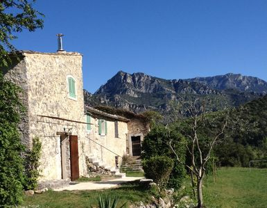 Peaceful house, with garden , Gilette, Provence and Cote d