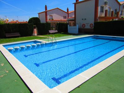 house 50 meters from the beach, barbecue, wifi, pool, private garden