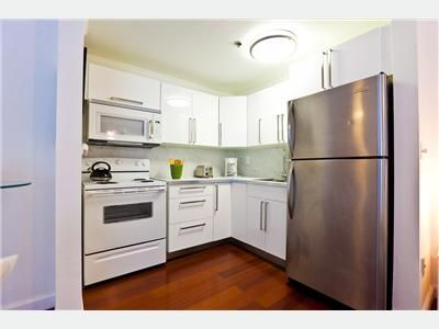 Big fully furnished 2 1/2 1 block away from the beach!