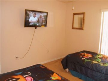 "Twin Room #2 with 32""HDTV"