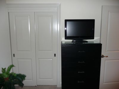 Guest Room als has 26' Flat Sceen TV/DVD, Ceiling Light & Fan, Clock Radio/CD
