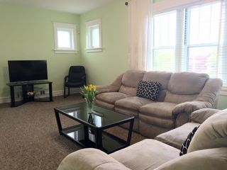 Newly Remodeled 2 Bedroom 1 Bath Near Forest Park Free Cable And Wifi