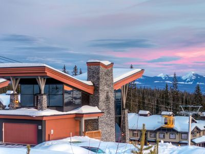 The Edge 21 is a Stunning and Innovative Ski Home in Big White