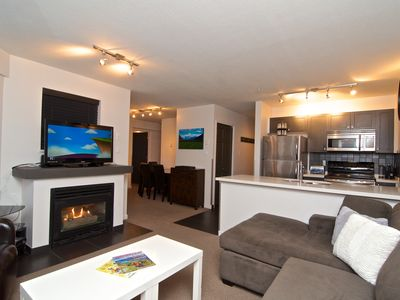 Cozy Living area, new 42 inch TV, top floor end unit.