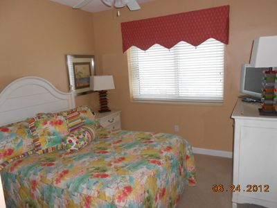 Guest Bedroom w/ Double Bed
