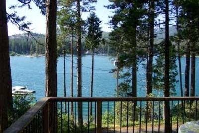 Bass Lake cabin rental - Howard Deck