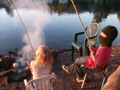 Now THIS is gourmet dining. Hot dogs and marsh mellows along the river