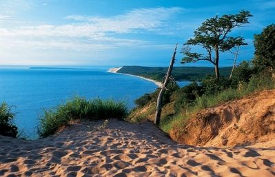 THE Ultimate Beach! .. Sleeping Bear Dunes National Lakeshore nearby.