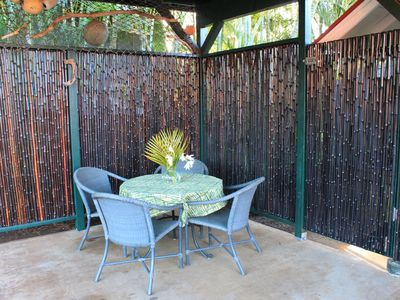 Paia cottage rental - Outdoor dining area, island style.