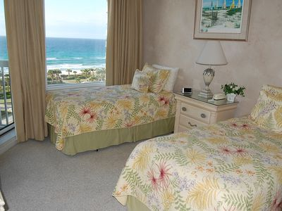 GUEST BEDROOM WITH OCEAN VIEW AND SLIDING GLASS DOOR TO BALCONY