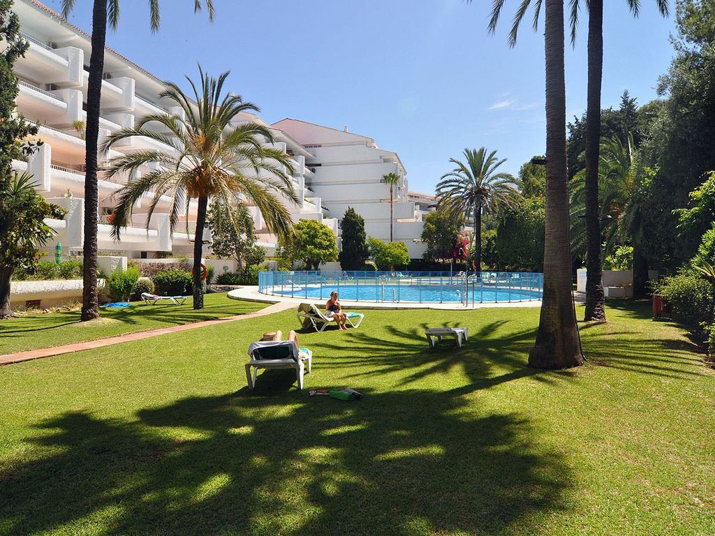 2 bedroom apartment near the beach in west costa del sol for Jardines del mar campoamor