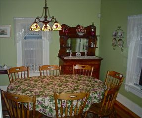 Ashland house photo - Dining room, seats 8 - main floor