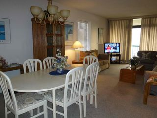 Virginia Beach condo photo - Dining/Living Area with Seating for 6