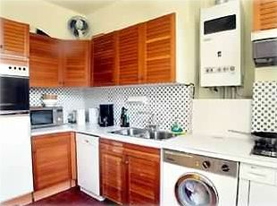 The kitchen is fitted with all you need for a confortable stay.