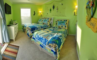 Additional Bedroom with 2 Full Beds