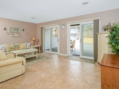Never Rented! Spacious Mid-Town Condo w/ Pool (54th St)