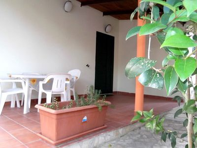 Casa Vea B is a welcoming apartment situated at a short distance from the beach. It features a small private terrace, a shared patio, a shared garden, air conditioning, winter heating and WI-FI Internet access.