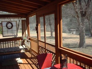Blue Ridge cabin photo - Screen Porch with Outside Bed