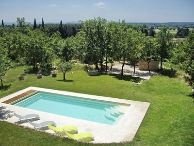 200 m² villa with heated pool and terraced stone