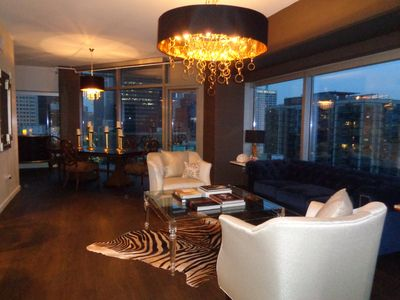 DESIGNER'S PIED-A-TERRE: NEW LISTING! VIEW!