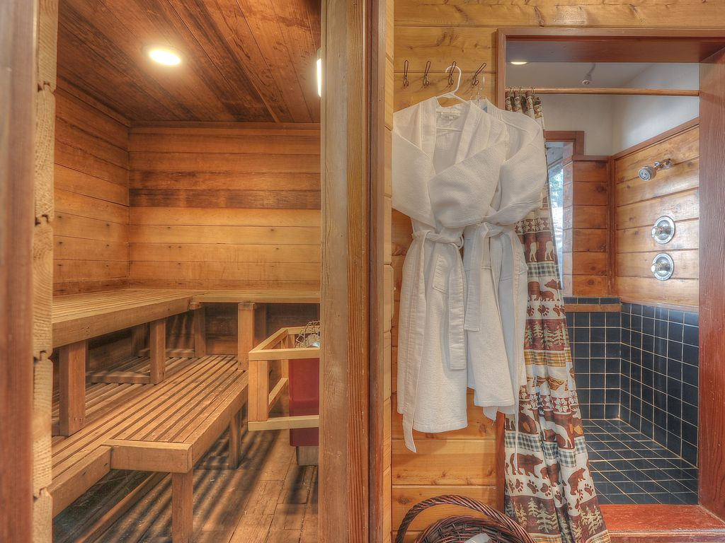 Sauna, changing room,4 shower head atrium  shower.Bathrobes and slippers provide