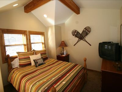 Guest Bedroom Suite with Queen Bed, Private Full Bathroom and Deck