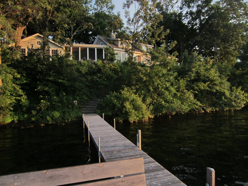Cape Cod Meets Up North In This Gull Lake Retreat 3 Br
