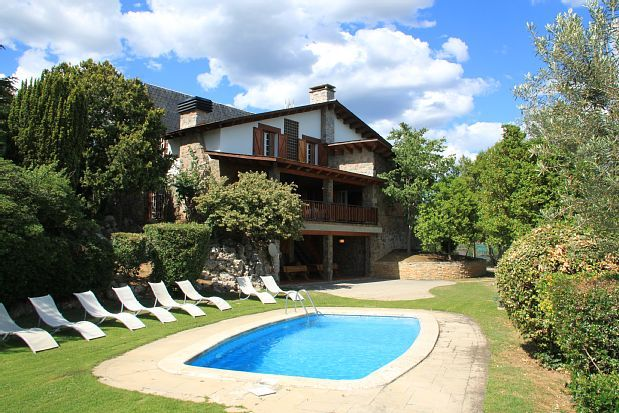 Self catering Les Franqueses for 16 people