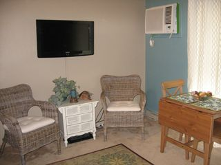 Oak Harbor condo photo - Comfortable seating for socializing and fold up dinette seats four