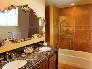 Tavernier estate photo - Guest room bath