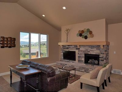 FAM RM W/ FIREPLACE, HD TV, DECK W/ VIEW