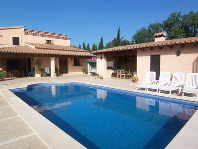 Pollensa villa rental - The villa's lovely garden and pool area
