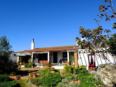 Peaceful house, with pool and garden area with a great view.Special 10% discount